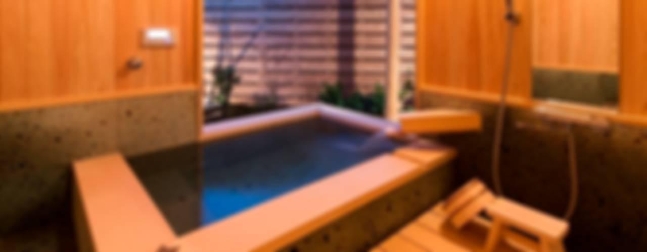 .宮司の家: AMI ENVIRONMENT DESIGN/アミ環境デザインが手掛けた浴室です。,和風