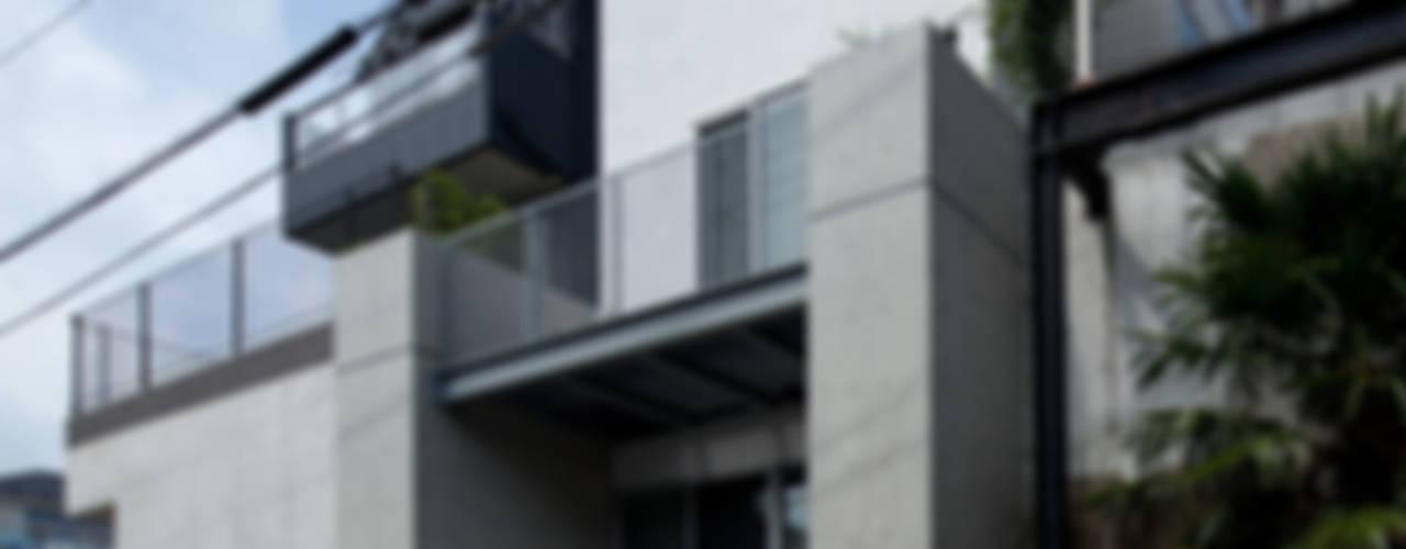 小さくて広い家: Studio R1 Architects Officeが手掛けた家です。,モダン