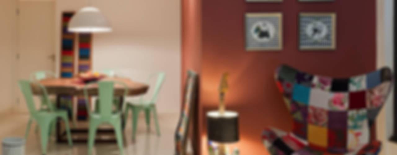 Salas de estar ecléticas por homify Eclético