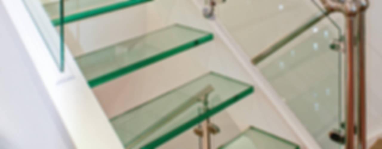 Interior House Remodelling, London E14 Pasillos, vestíbulos y escaleras de estilo moderno de Nic Antony Architects Ltd Moderno