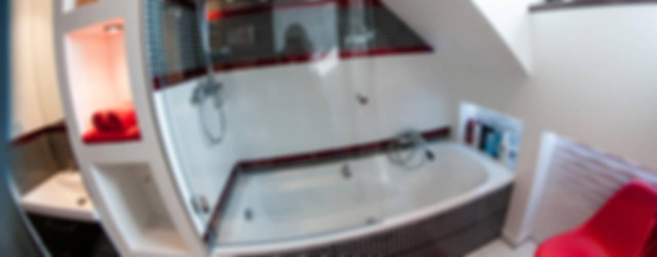 Metamorfoza łazienki w kamienicy w Lęborku Nowoczesna łazienka od Ewa Weber - Pracownia Projektowa Nowoczesny