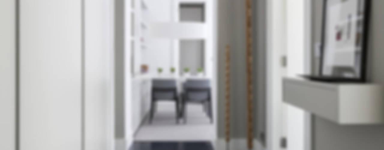 VIVIENDA CENTRO DE BILBAO Pasillos, vestíbulos y escaleras de estilo ecléctico de SILVIA REGUERA INTERIORISMO Ecléctico