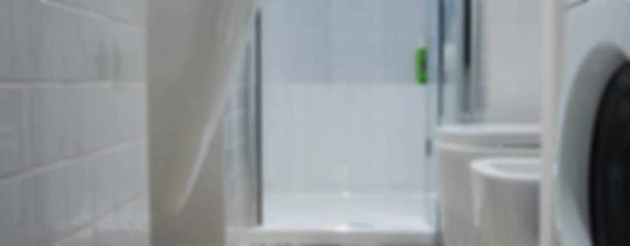 LaB Bagno moderno di MamBaOffice Moderno