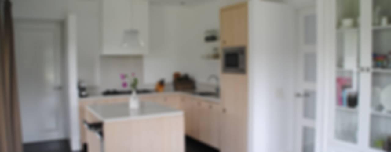 halma-architecten Cocinas de estilo moderno