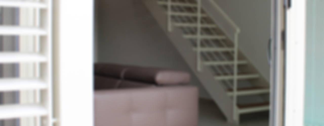 Clorofilla Finestre & Porte in stile moderno di Dittongo architetti Moderno