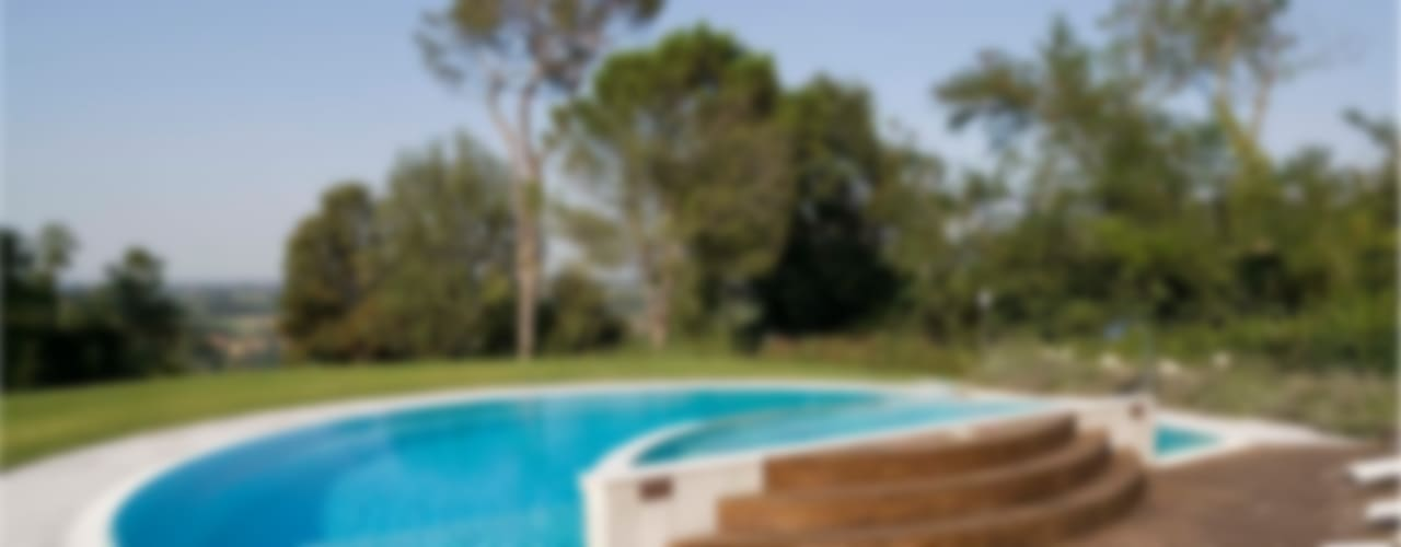 SULLE COLLINE REGGIANE Piscina moderna di ADS Studio di Architettura Moderno