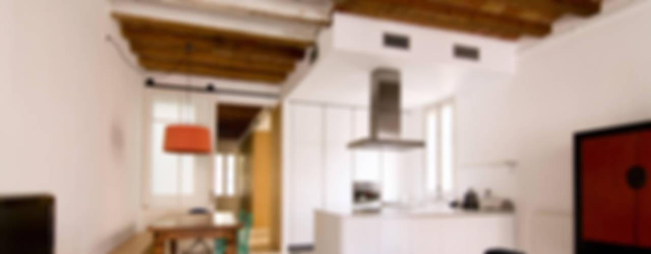 Casa AD - Barcelona Comedores de estilo ecléctico de IF arquitectos Ecléctico