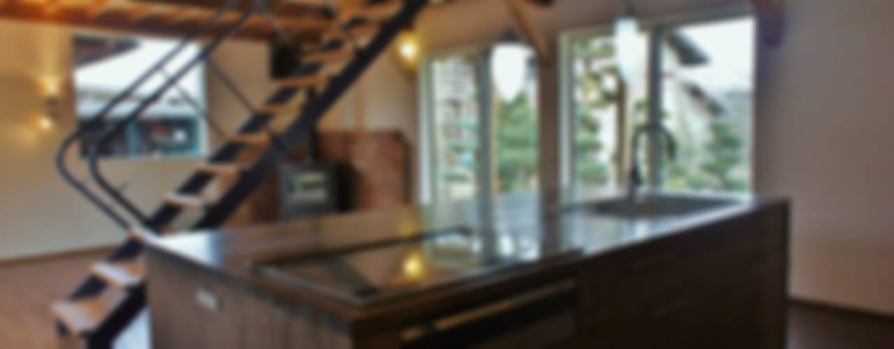 T House ―築100年の納屋をリノベーション― モダンな キッチン の 一級建築士事務所オブデザイン モダン