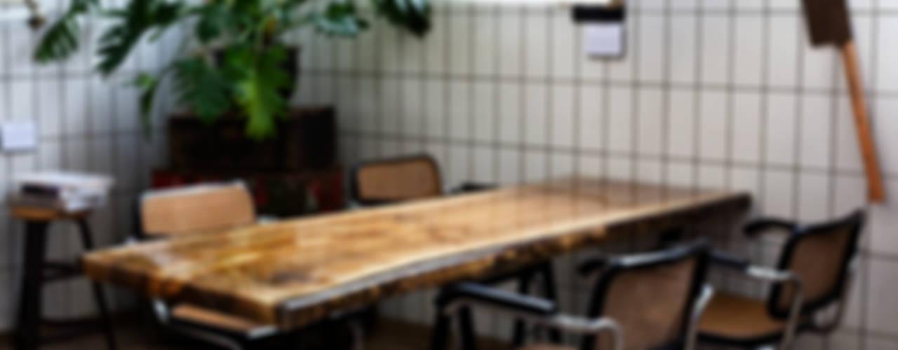 VANOUDS tafels:   door VANOUDS,