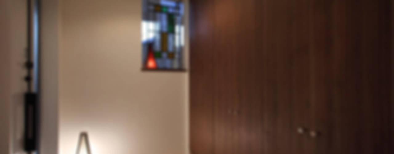 ファミリーポートレイト モダンスタイルの 玄関&廊下&階段 の アーキシップス古前建築設計事務所 モダン