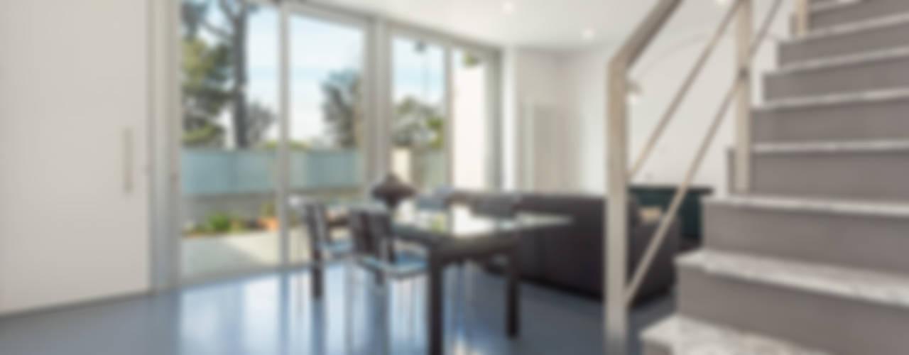 Grey House Salones de estilo moderno de 08023 Architects Moderno
