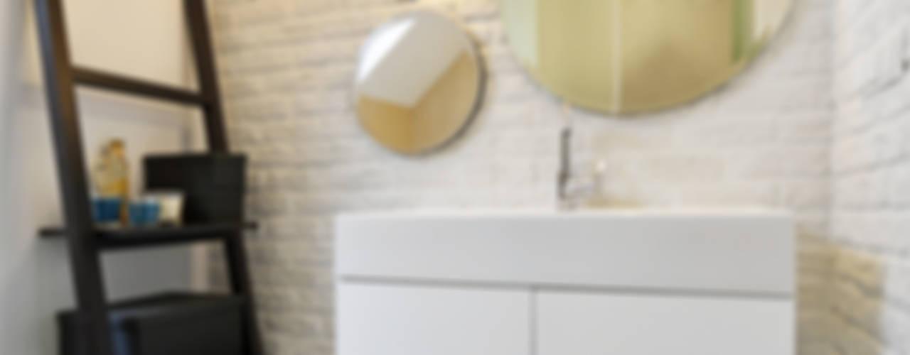 Remont łazienki małym kosztem: styl , w kategorii Łazienka zaprojektowany przez ANIEA Andrzej Niegrzybowski architekt