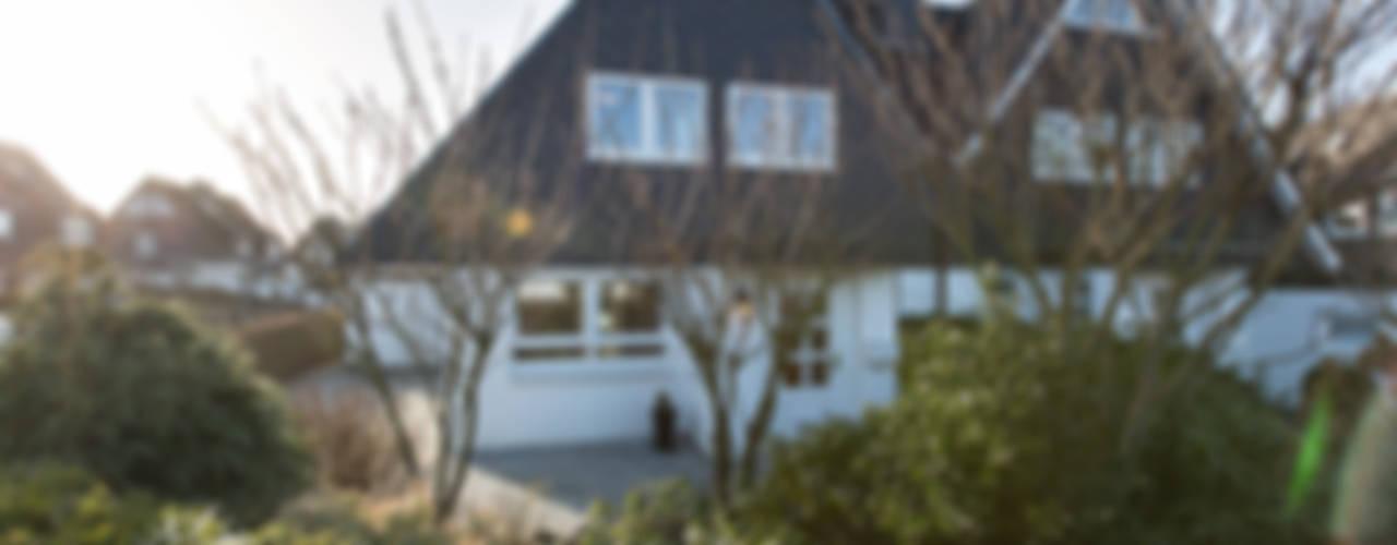 Casas clássicas por Home Staging Sylt GmbH Clássico