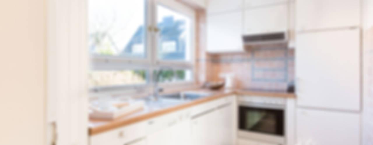 Projekty,  Kuchnia zaprojektowane przez Home Staging Sylt GmbH