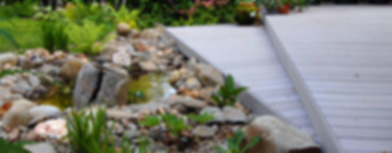 Alpine water feature Jardines de estilo rústico de Robert Hughes Garden Design Rústico