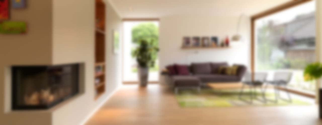 Minimalistyczny salon od Bermüller + Hauner Architekturwerkstatt Minimalistyczny
