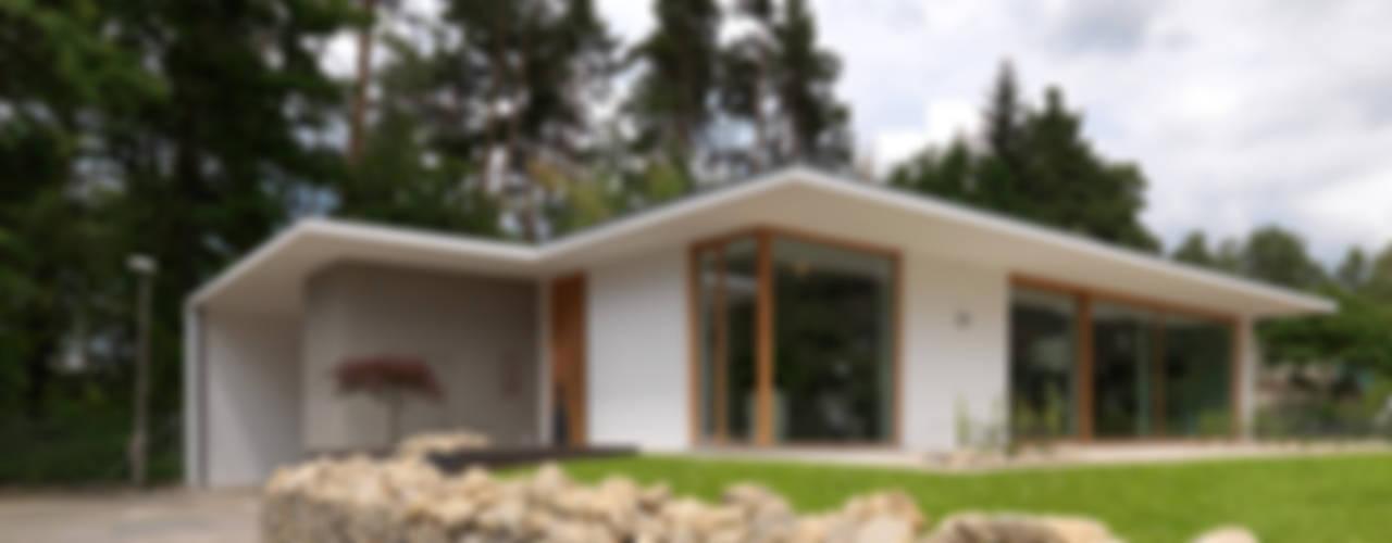 Case in stile in stile Minimalista di Bermüller + Hauner Architekturwerkstatt