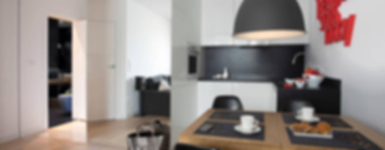 Minimalistyczny Apartament 43m2 Warszawa Minimalistyczna kuchnia od The Vibe Minimalistyczny