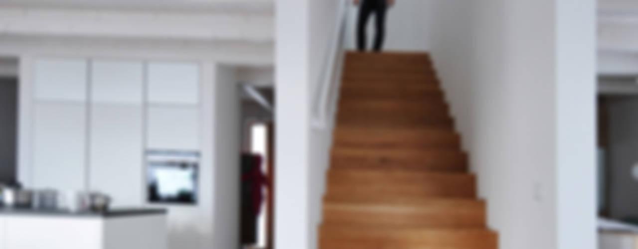 Form follows Bebauungsplan Ausgefallener Flur, Diele & Treppenhaus von Pakula & Fischer Architekten GmnH Ausgefallen