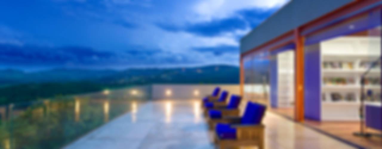 Casa das Gerais Varandas, alpendres e terraços mediterrâneo por Denise Macedo Arquitetos Associados Mediterrâneo