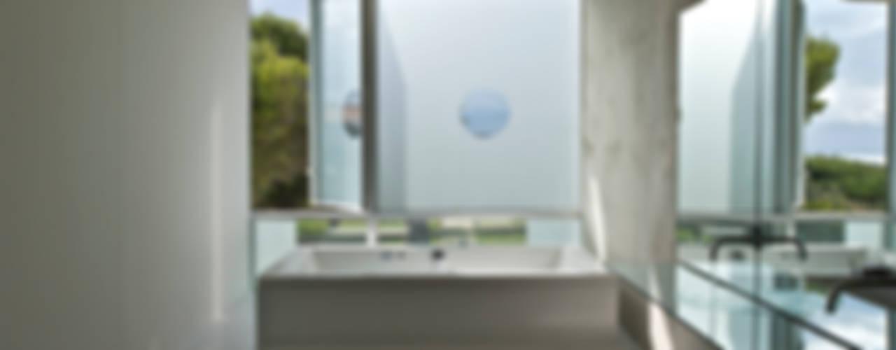 Maison Piscine, St Cyr sur Mer Salle de bain minimaliste par MOA architecture Minimaliste