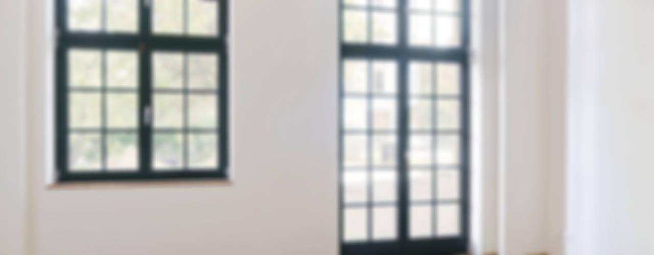 Sprossenfenster:  Arbeitszimmer von quartier vier Architekten Landschaftsarchitekten