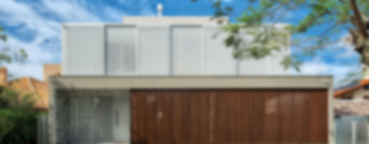 JURERÊ INTERNACIONAL: Casas  por Pimont Arquitetura
