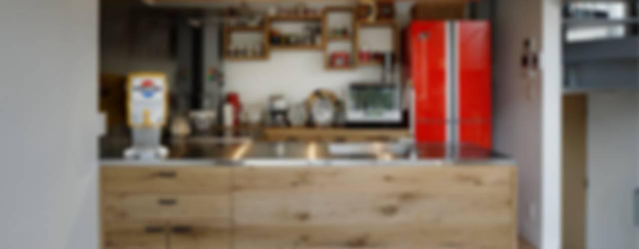 n-house Cocinas de estilo moderno de mattch Moderno