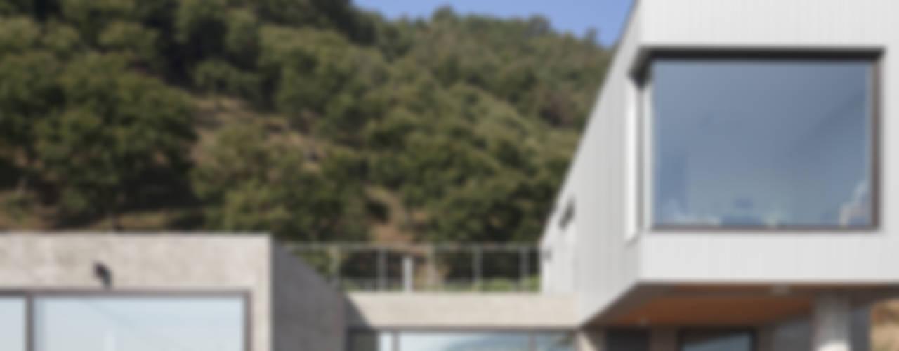 청양주택: Cheongju University Department of Architecture의  주택,모던