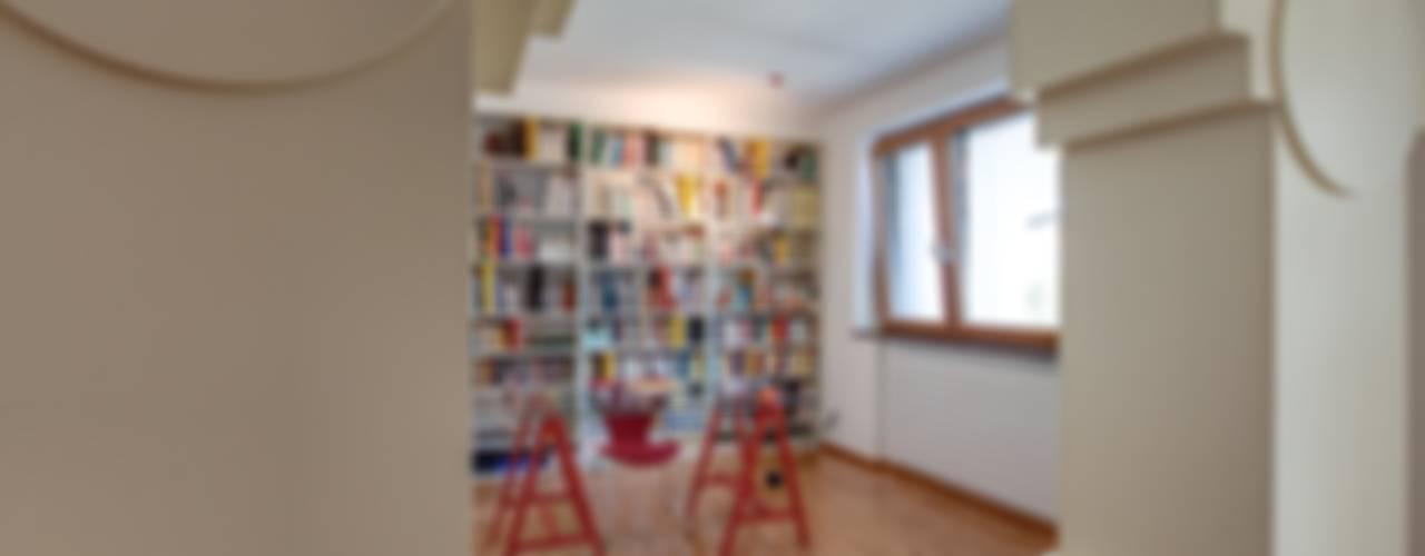Casa BM: Studio in stile in stile Moderno di ABC+ME Studio di Architettura