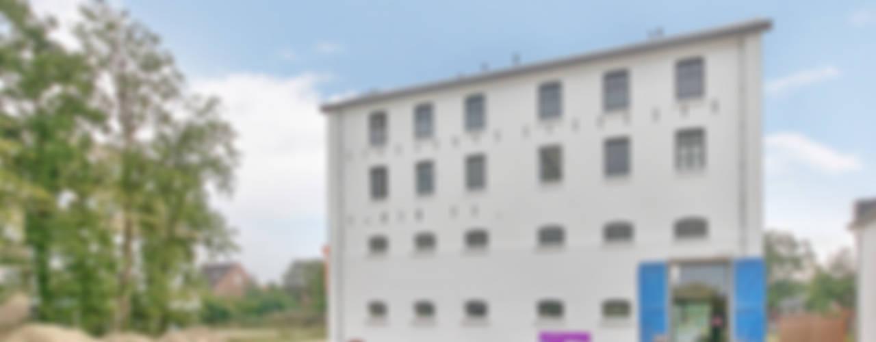 by Architectenbureau Prent BV