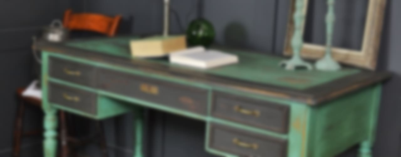 Black & Green Victorian 5 Drawer Desk de The Treasure Trove Shabby Chic & Vintage Furniture Rústico