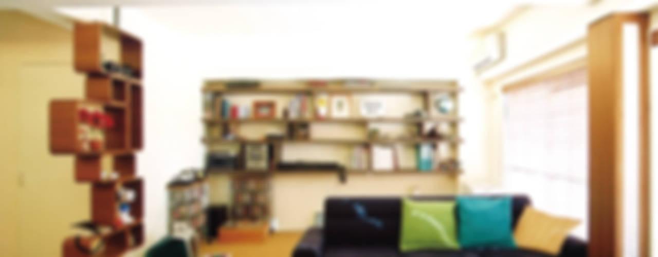 恵比寿の家: 株式会社エキップが手掛けたリビングです。