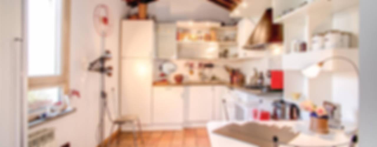 SUBURRA : Cucina in stile  di MOB ARCHITECTS