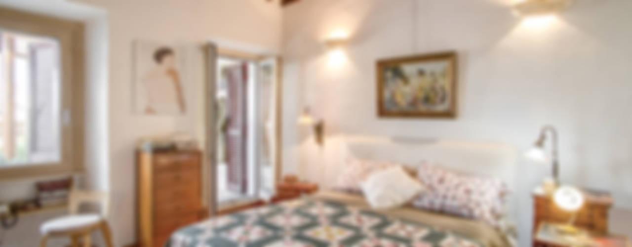 Dormitorios de estilo  por MOB ARCHITECTS