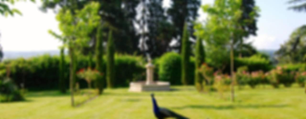 Jardines de estilo  por Provence Retrouvée, Mediterráneo