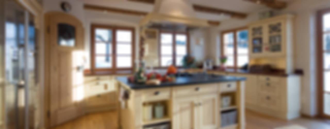 Cocinas de estilo rural de Beinder Schreinerei & Wohndesign GmbH Rural