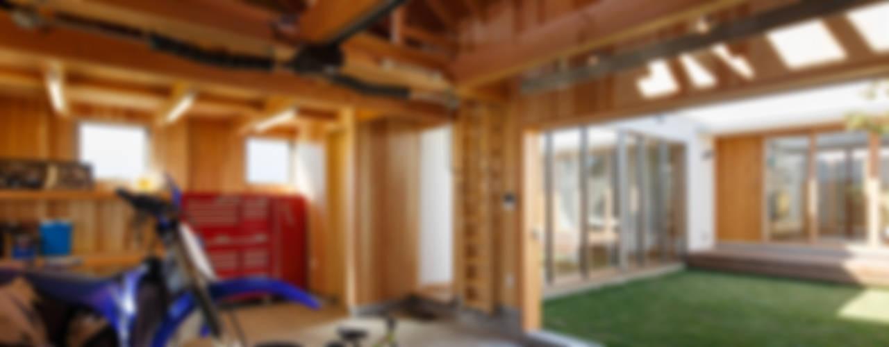 HOUSE IN HAMAMATSU 和風デザインの ガレージ・物置 の 窪江建築設計事務所 和風