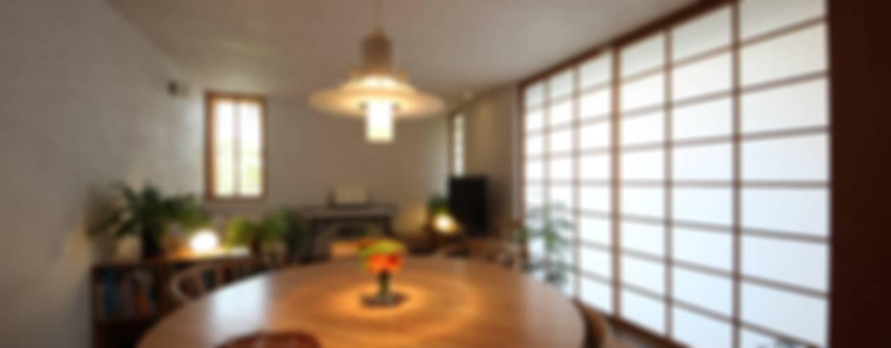 荏田町の家: 新井アトリエ一級建築士事務所が手掛けたダイニングです。,モダン