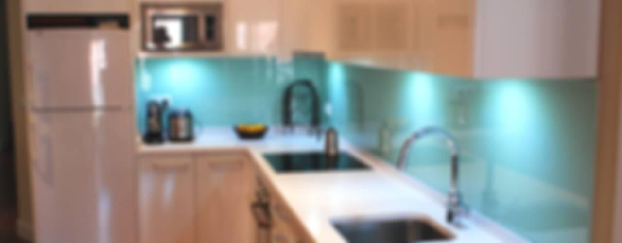 Кухня в стиле модерн от Traber Obras Модерн