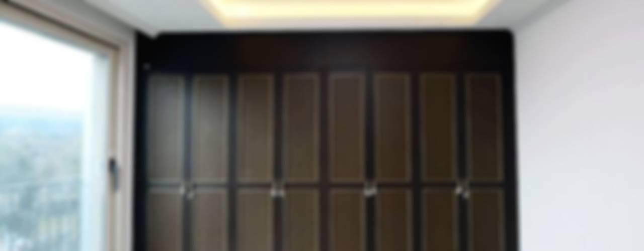 신개념 대리석마루 뉴이지스톤을 이용한 제주도 고급빌라 인테리어: (주)이지테크(EASYTECH Inc.)의  드레스 룸,모던