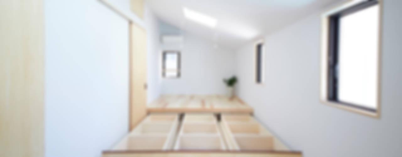 Chambre de style  par 一級建築士事務所co-designstudio, Moderne