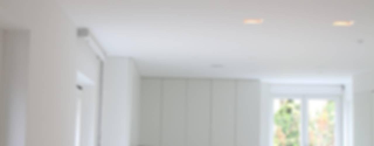 TOTAL WHITE Cucina minimalista di Serenella Pari design Minimalista
