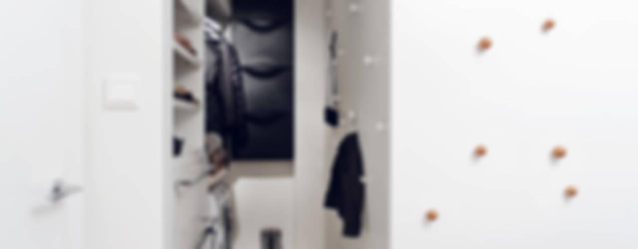 Apartament w Gdyni 2012: styl , w kategorii Garderoba zaprojektowany przez formativ. indywidualne projekty wnętrz,Nowoczesny
