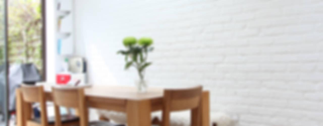 MN Residence Scandinavian style dining room by deDraft Ltd Scandinavian