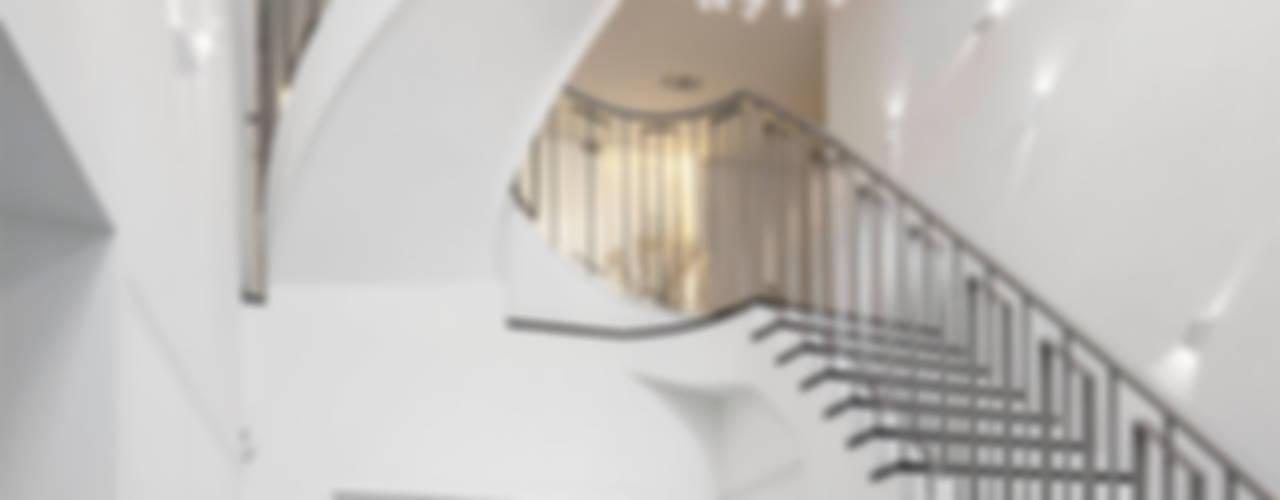 Projekty,  Korytarz, przedpokój zaprojektowane przez Decoussemaecker Interieurs, Eklektyczny