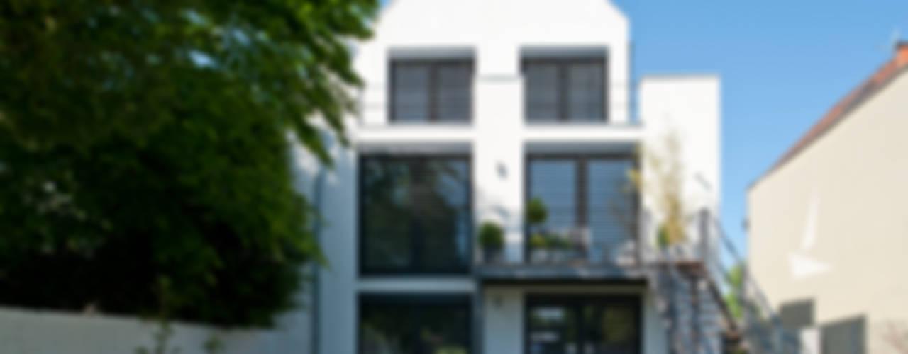 모던스타일 주택 by Architekturbüro J. + J. Viethen 모던