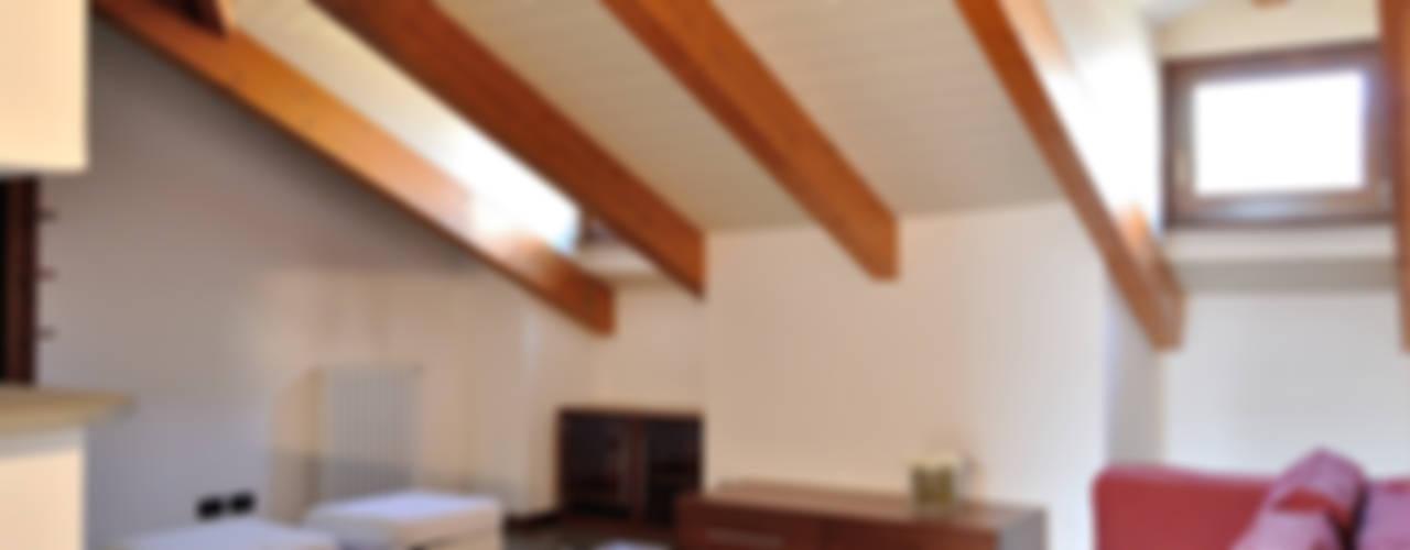 Home Staging mansarda in vendita a Monza Soggiorno moderno di Valtorta srl Moderno
