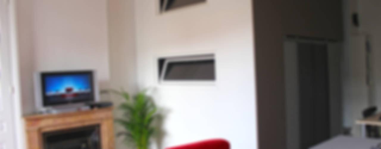 Un studio qui cache des surprises! Chambre moderne par Atelier OCTA Moderne