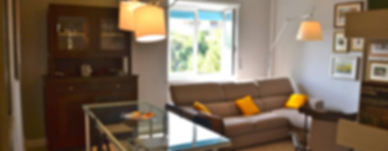 Home restyling Soggiorno moderno di Restyling Mobili di Raddi Federica Moderno
